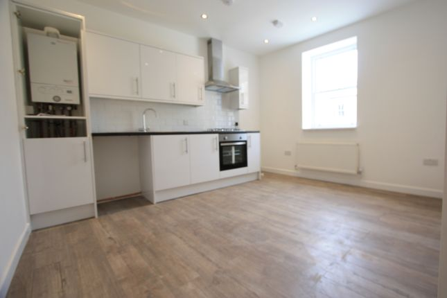 3 bed flat to rent in North End Road, Fulham SW6