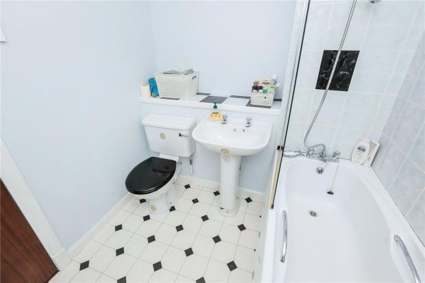 Bathroom of Carleton Gate, Giffnock, Glasgow G46