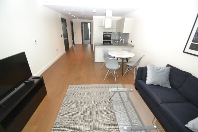 Flat to rent in Queenstown Road, Chelsea Bridge Wharf