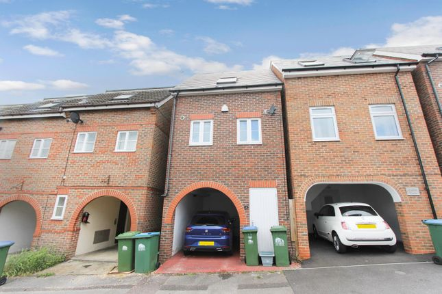 Thumbnail Town house for sale in Cedar Road, Inner Avenue, Southampton
