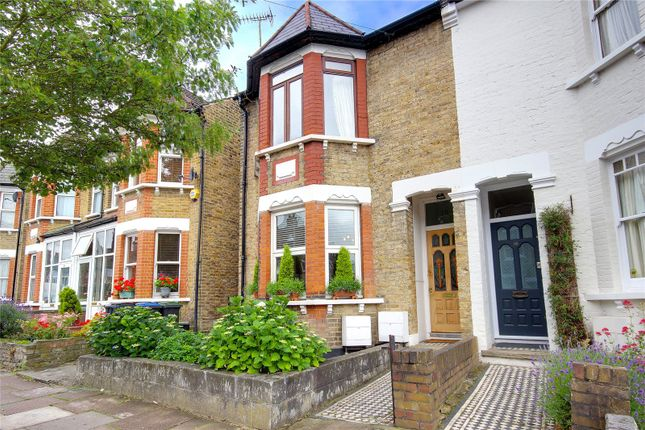 Thumbnail Flat for sale in Highworth Road, Bounds Green, London