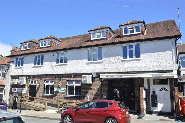Thumbnail Flat for sale in Victoria Road, Coulsdon, Surrey