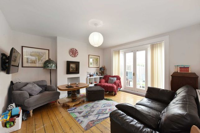 3 bed property for sale in Willow Road, London