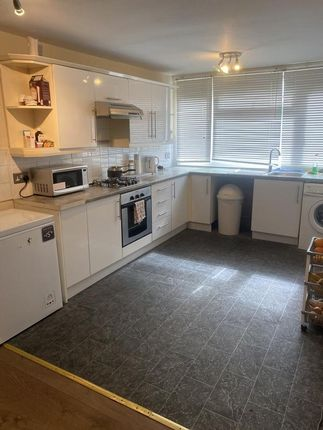 Thumbnail Flat for sale in Woodchurch Court, Blacksmiths Lane, Orpington, Kent
