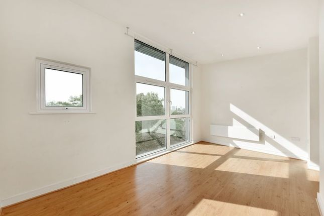 Thumbnail Flat to rent in Kingswood Court, Hither Green