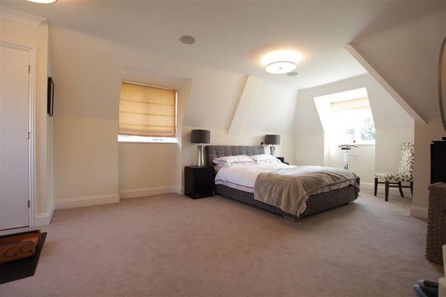 Master Bedroom of Tidmarsh Grange, Tidmarsh, Reading RG8