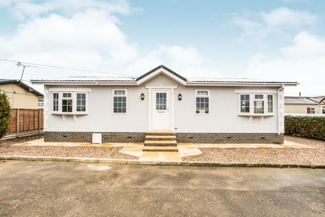 Thumbnail Mobile/park home for sale in Woodside Park Homes, Luton
