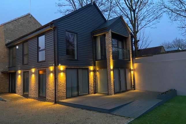 4 bed detached house to rent in Malthouse Mews, Ware SG12