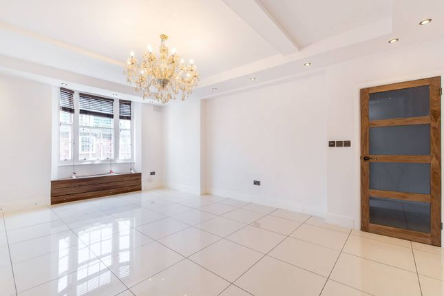 3 bed flat for sale in Queensway, Bayswater