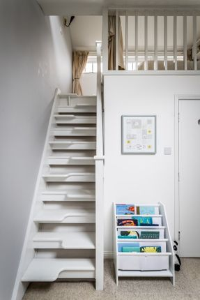 Thumbnail Terraced house for sale in Bradshaw Close, London