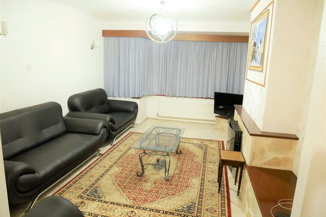 Thumbnail Semi-detached house to rent in Meadow View Road, Hayes