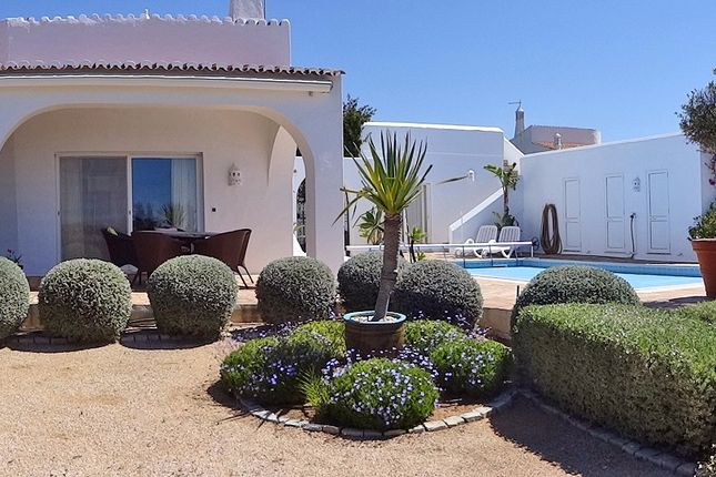 3 bed villa for sale in Carvoeiro, Lagoa, Portugal