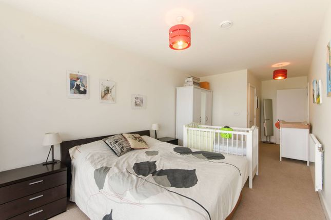Thumbnail Flat for sale in Peartree Way, Greenwich
