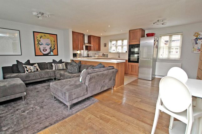 Thumbnail Cottage for sale in Manor Walk, Epperstone, Nottingham