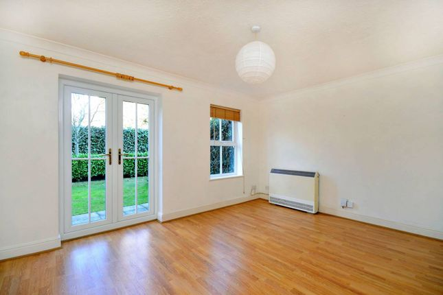 Thumbnail Flat to rent in Broomhall Road, Horsell, Woking