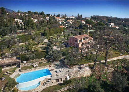 Thumbnail Town house for sale in 06740 Châteauneuf, France