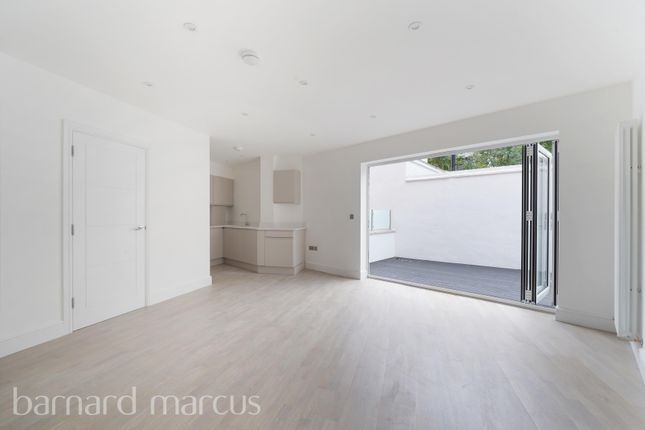 Thumbnail Flat to rent in Station Approach, Tadworth