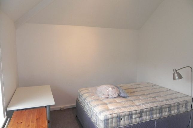 Thumbnail Semi-detached house to rent in The Oval, Guildford, Surrey