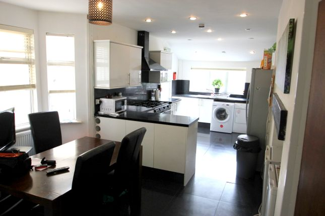 Thumbnail Shared accommodation to rent in Stow Park Avenue, Newport