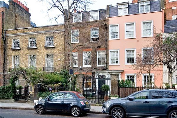 Thumbnail Terraced house for sale in Kensington Square, London