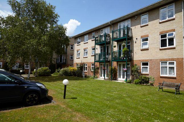 Thumbnail Flat for sale in Friern Barnet Lane, Whetstone