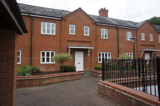 Thumbnail Town house to rent in Malthouse Way, Marlow