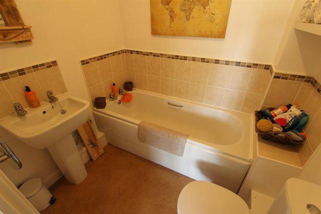 Bathroom of Mallard Ings, Louth LN11 ...
