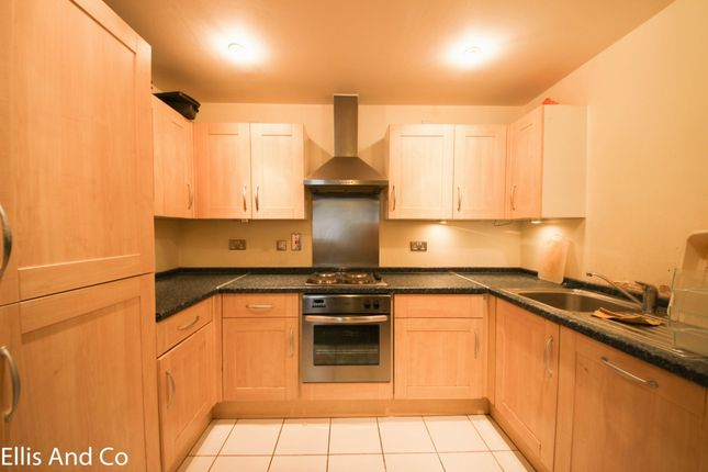 Thumbnail Flat to rent in Clements Road, Ilford