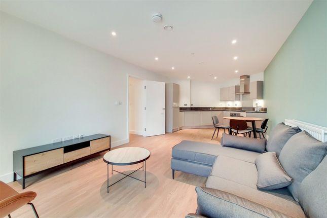 Thumbnail Flat to rent in Green Street, London