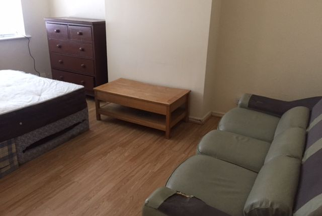 Thumbnail Flat to rent in Varna Close, Luton