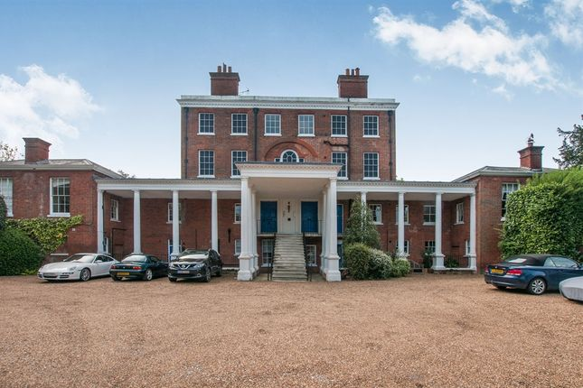 Thumbnail Flat for sale in Ray Park Avenue, Maidenhead