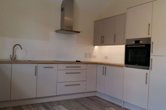 Thumbnail Flat to rent in Brighton Road, Purley