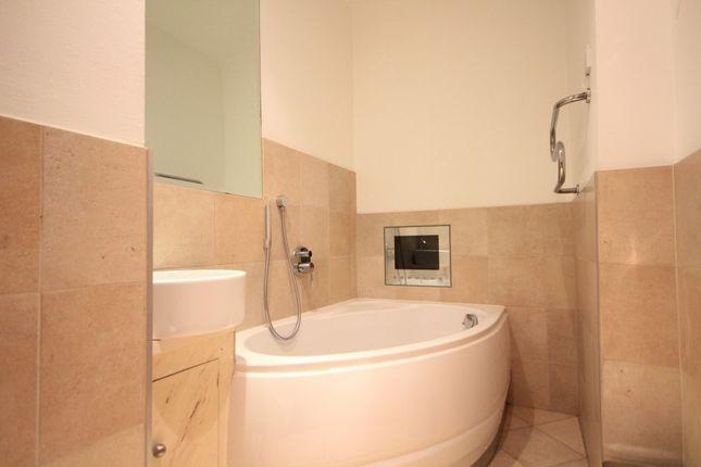 Bathroom of Alexandra House, King's Road, Reading RG1