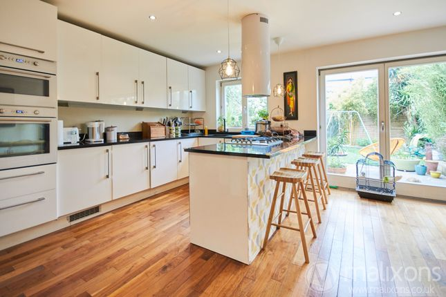 Thumbnail Terraced house to rent in Haycroft Road, Brixton