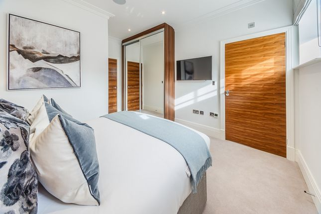 Thumbnail Flat to rent in Palace Wharf Apartments, Rainville Road, Fulham