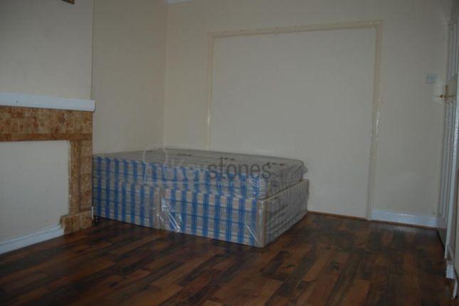 Thumbnail Room to rent in Longbridge Road, Room 2, Dagenham