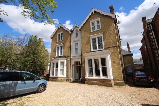 3 bed flat for sale in Ashburnham Road, Bedford MK40