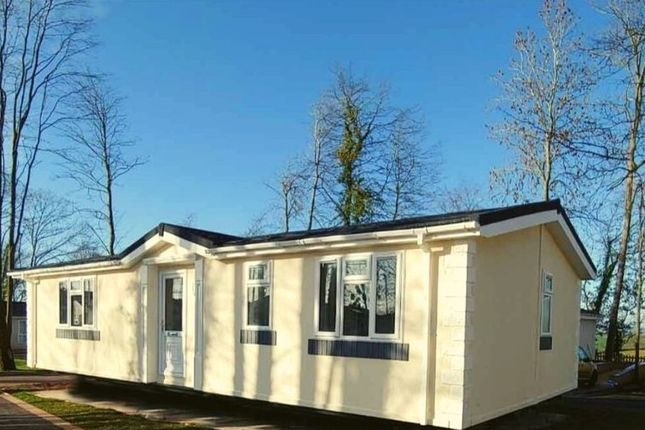 2 bed mobile/park home for sale in Residential Park Home, Callington, Cornwall PL17