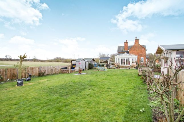 Thumbnail Property for sale in Canal Bank, Loughborough