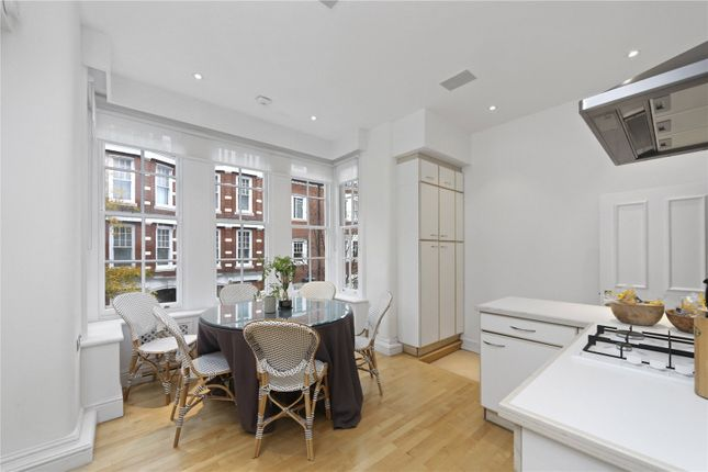 2 bed flat for sale in Sloane Court East, London