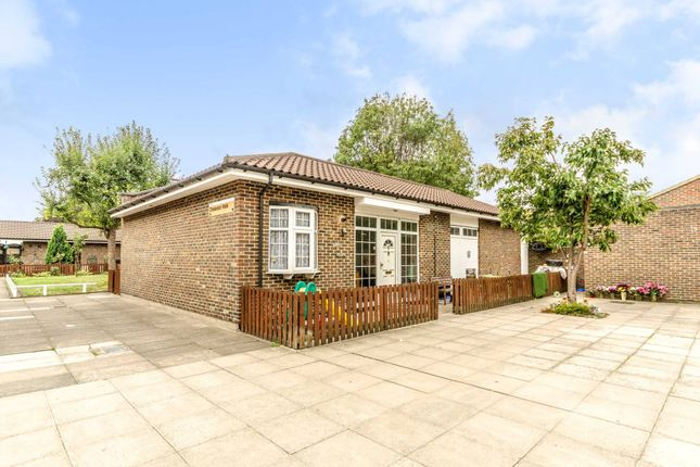 Thumbnail Bungalow to rent in Chisledon Walk, Hackney Wick