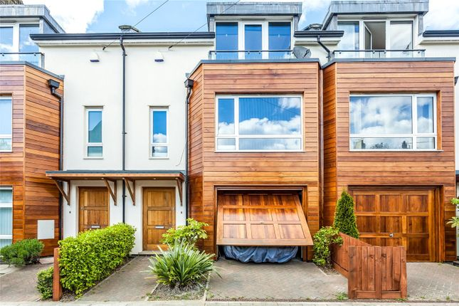 Thumbnail Detached house to rent in Lincoln Road, London