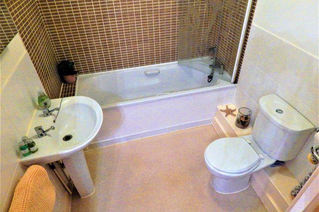 Bathroom of Crow Lane, Rochester ME1