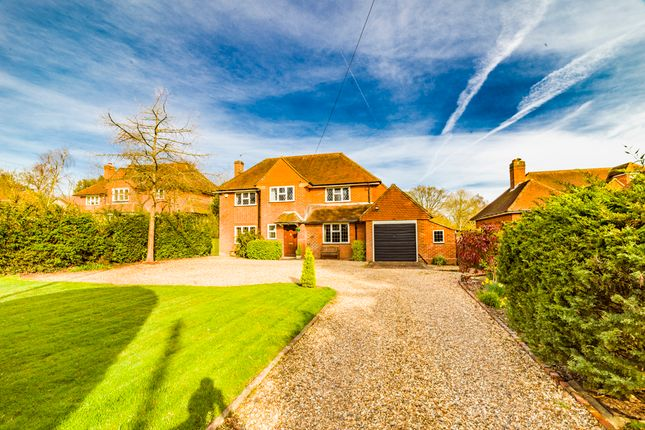 Thumbnail Detached house for sale in Fairfield, Pangbourne On Thames
