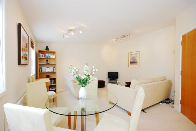 2 bed flat to rent in The Polygon, London