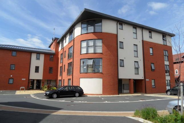 2 bed flat to rent in Larch Way, Stourport-On-Severn