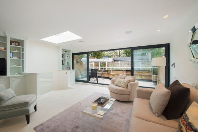 Thumbnail Property to rent in Hippodrome Mews, London