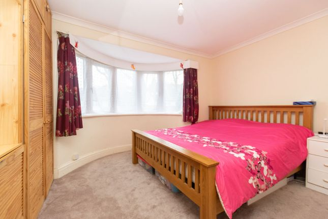 Bedroom 1 B of Gledhow Valley Road, Leeds LS8