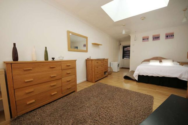 Thumbnail Studio to rent in Kimberley Road, Thornton Heath