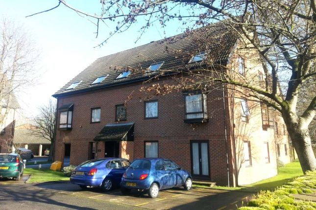Thumbnail Flat to rent in The Oaks, Staines, Surrey